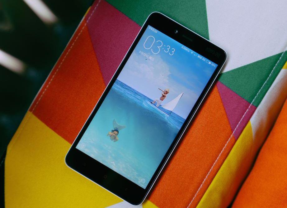 Telefon foarte puternic, pret extrem de mic, nou record absolut! Cati oameni au putut sa-l cumpere in primele 12 ore