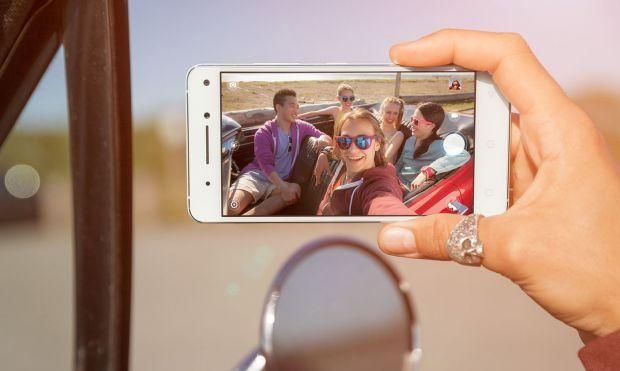Lenovo a lansat trei telefoane. VIBE S1 este primul smartphone cu camera dubla pentru selfie