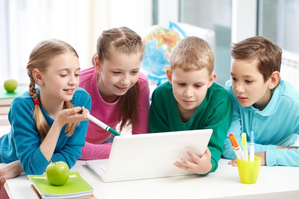 Young Thinkers, programul prin care scolile romanesti pot introduce gratuit in orar cursuri de informatica