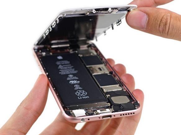 Au desfacut un iPhone 6s, iar ce au gasit inauntru este ingrijorator. Cea mai mare temere a cumparatorilor se confirma