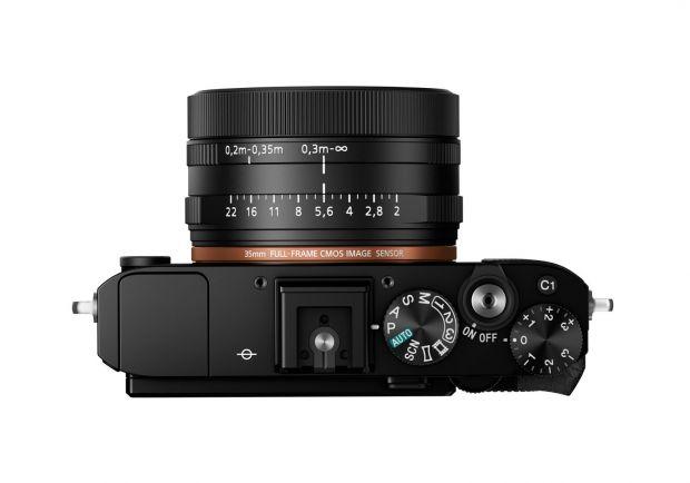 Sony lanseaza noul aparat foto compact RX1R II cu senzor Full-Frame de 42,4 MP si cu primul filtru low pass variabil din lume