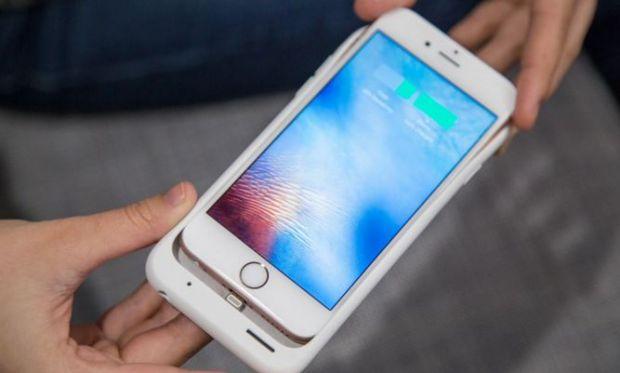 Arata ca un iPhone care a inghitit un iPad!  Cei de la Apple, luati peste picior dupa ultimul accesoriu lansat