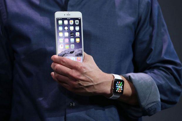 Apple va lansa un nou iPhone si un nou smartwatch la inceputul lui 2016. Surpriza pregatita utilizatorilor