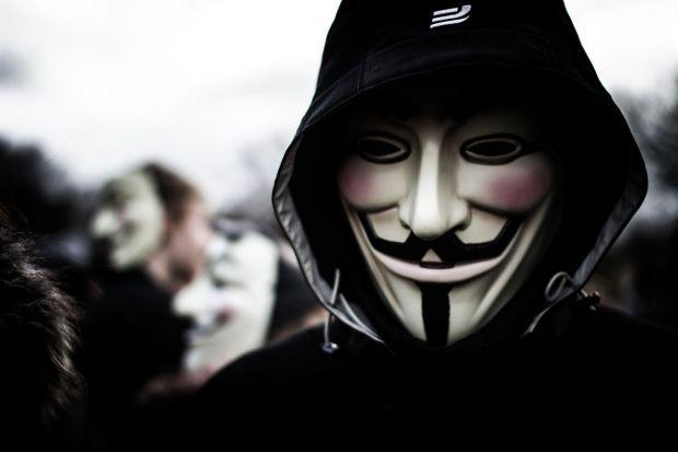 Replica Anonymous dupa ce Trump a cerut oprirea internetului si interzicerea musulmanilor in SUA. Ce au facut hackerii