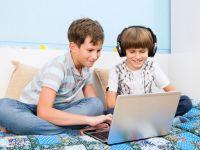 Adolescentii ar putea sa fie interzisi de pe retelele de socializare si email