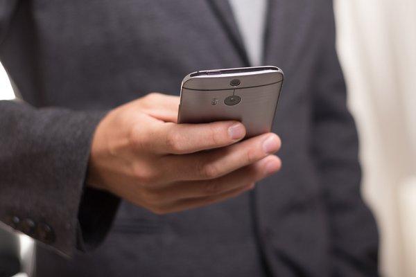 Iti merge greu telefonul si consuma mult net? Ai putea avea o aplicatie invizibila