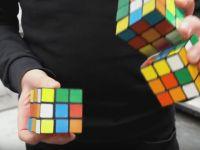 Clipul care a incins internetul:  E imposibil! Sigur e fake!  Cum rezolva acest barbat simultan 3 cuburi Rubik in 20 de secunde