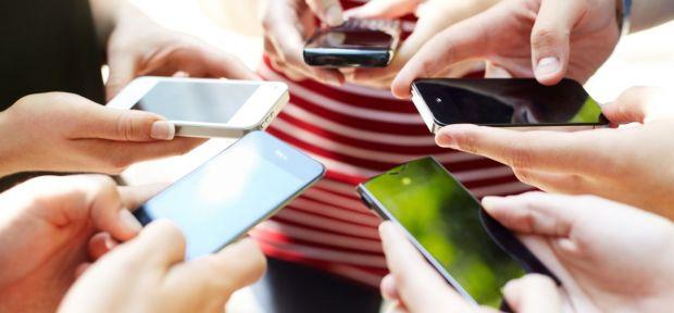 87% din oameni au informatii confidentiale pe telefon. 29% iau mobilul cu ei si la toaleta