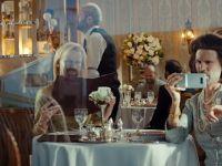 Durul  Jason Statham s-a imbracat in femeie pentru lansarea LG G5! Ce a facut actorul