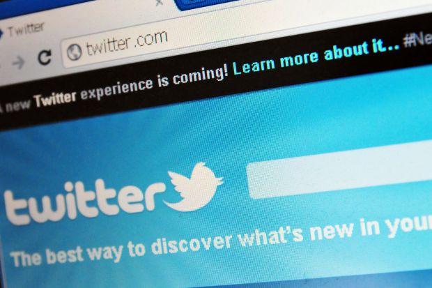 Twitter va transmite in direct meciuri de football american