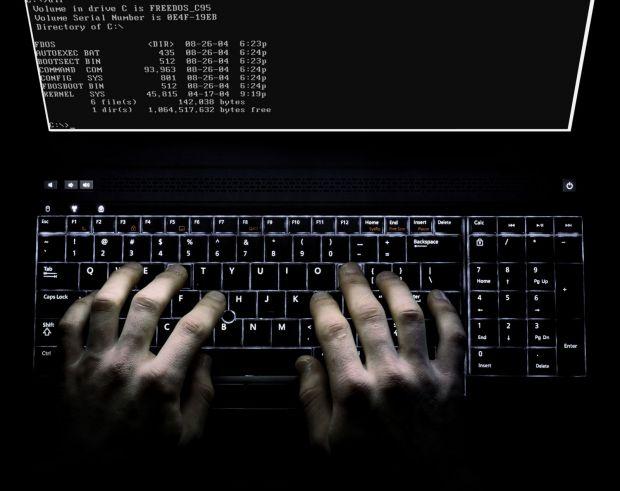 Hackerii pot spiona apelurile tale telefonice si mesajele doar folosind numarul tau