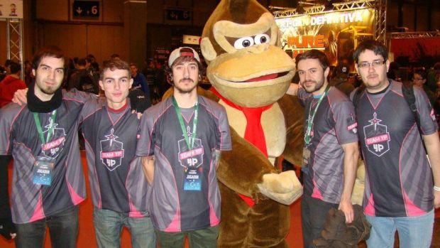 O echipa de online gaming a fost exclusa de ESL dupa ce un site pentru adulti i-a sponsorizat