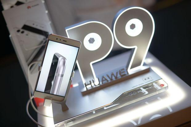 Huawei P9 a fost lansat oficial in Romania. Cat costa cel mai nou rival la titlul de telefonul anului 2016