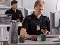 Politia a arestat un dealer de droguri, apoi a facut apel la utilizatorii de pe Facebook:  Va rugam, nu-l mai sunati!