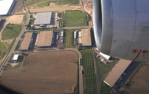 A facut o poza pe geamul avionului! Cand a ajuns acasa, nu i-a venit sa creada ce era in fotografie! FOTO
