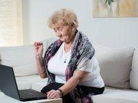 A deschis laptopul bunicii lui de 85 de ani! Ce a gasit acolo l-a lasat fara cuvinte