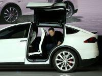 Varul lui Elon Musk i-a cerut un discount la o masina Tesla. Ce raspuns a primit