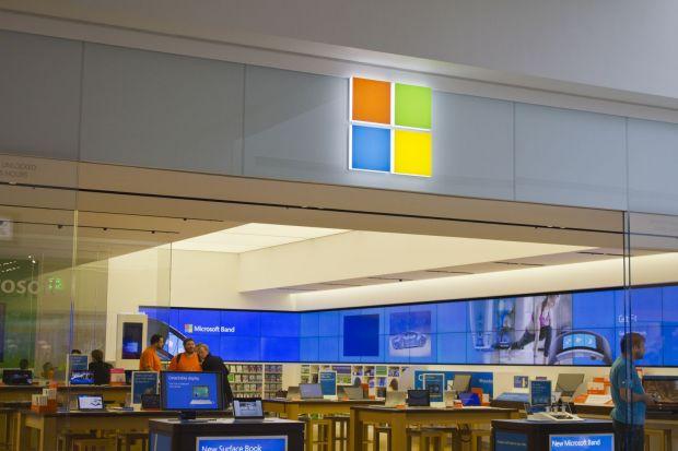 Microsoft a platit o femeie cu 10.000 de dolari din cauza Windows 10:  Nu m-a intrebat nimeni daca il vreau!
