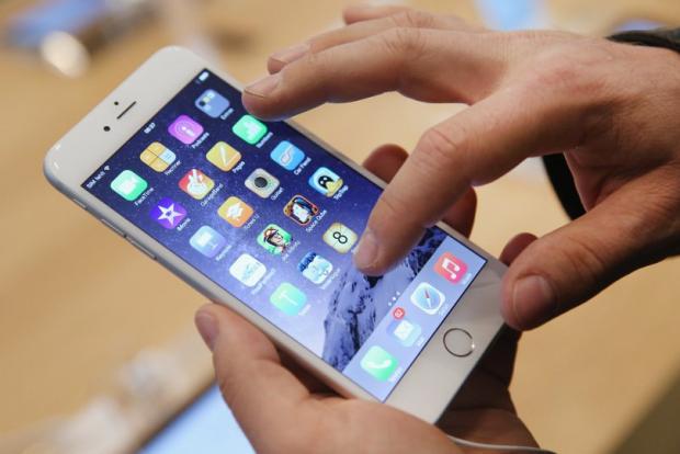 Omul care sustine ca a inventat iPhone-ul si iPad-ul da in judecata Apple! Cere 10 miliarde de dolari daune