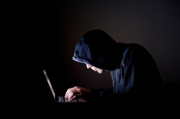 Hackerul care a spart conturile a peste 300 de vedete risca 5 ani de inchisoare