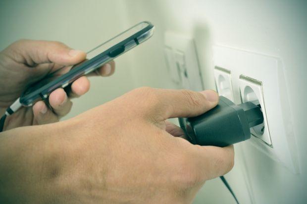 Vrei sa te tina mai mult bateria? Afla cum iti incarci corect telefonul