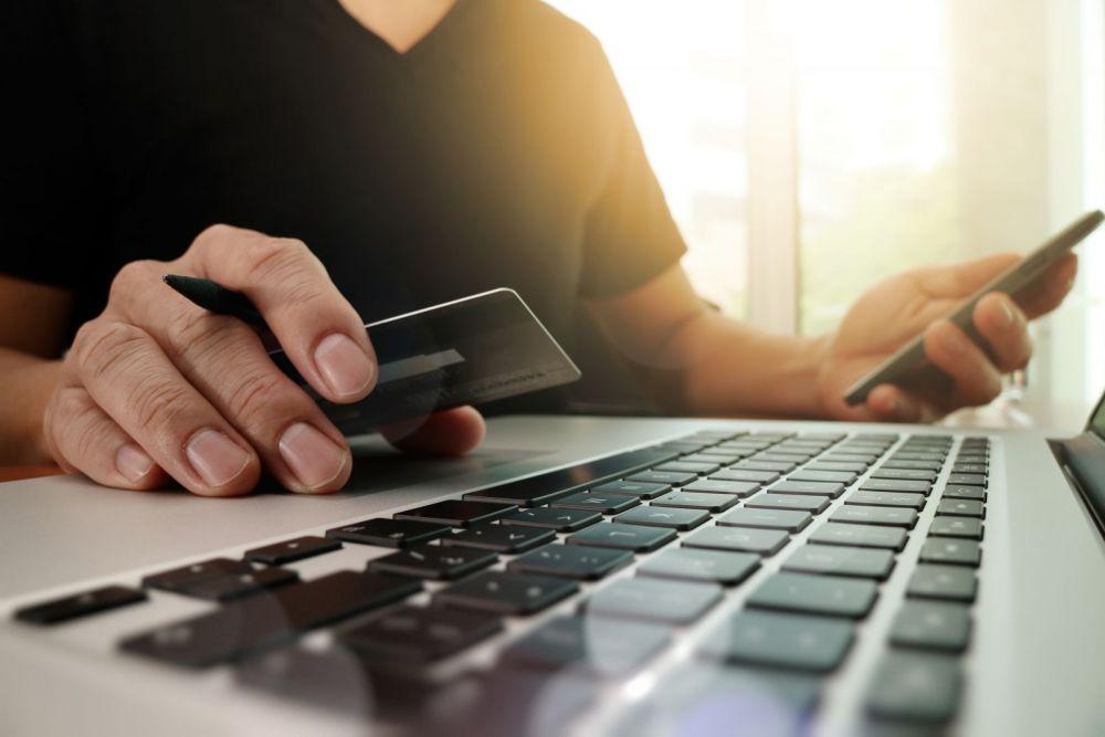 Cele mai periculoase vedete de cautat pe net: care sunt sansele sa ti se viruseze calculatorul