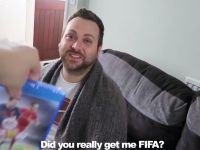 Farsa pe care i-a facut-o iubitului ei in ziua in care s-a lansat FIFA 17: i-a facut cadou FIFA 16