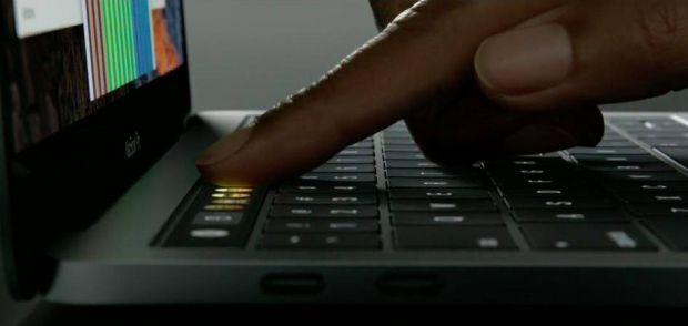 Apple a lansat 3 noi MacBook Pro, cel mai ieftin costa 1.499 de dolari. Anuntul pe care fanii il asteptau de 4 ani