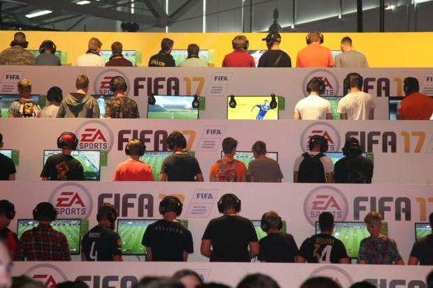 4 pusti au fost condamnati la inchisoare dupa ce au jucat FIFA! Cum au fost prinsi dupa ce au furat 16 milioane de dolari