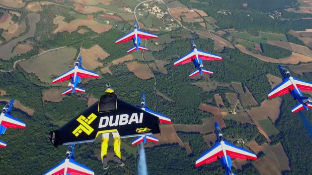 Probabil cel mai spectaculos clip vazut in 2016! Trei cascadori au zburat cu jetpack-uri langa avioane de vanatoare! VIDEO