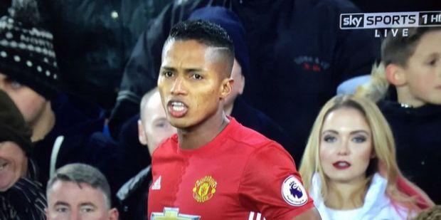 Imaginea din timpul meciului Everton - Man United care a devenit virala pe internet