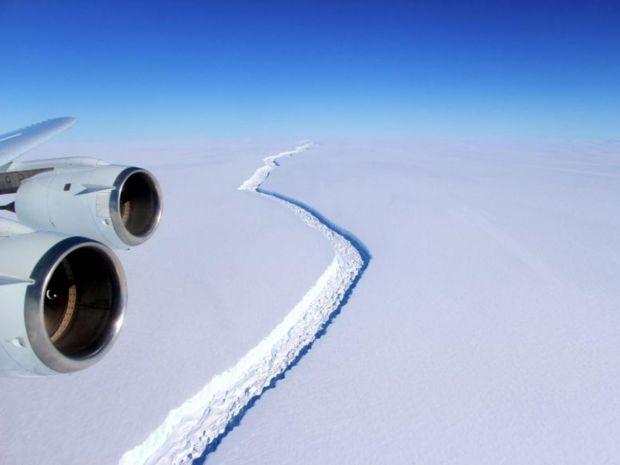 Efectul incalzirii globale: un ghetar urias se va desprinde din Antarctica