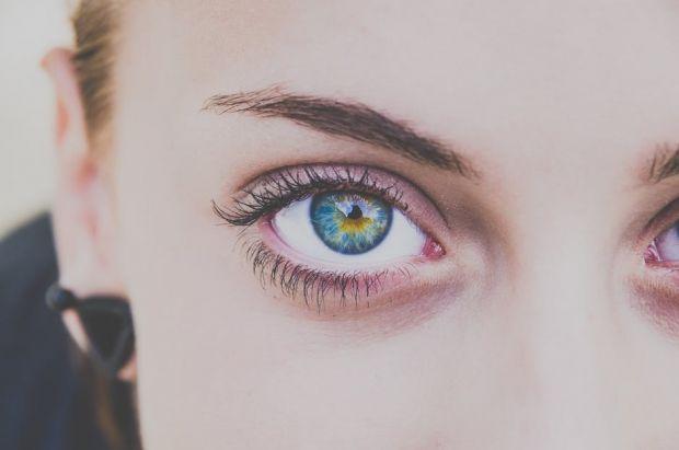 Experiment tulburator: ce se intampla daca te uiti fix in ochii unei persoane timp de 10 minute?