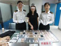 O femeie a incercat sa treaca ilegal peste granita 102 iPhone-uri! Cum au prins-o vamesii