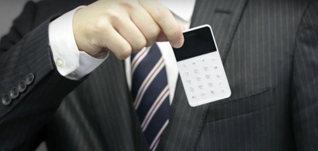 Cel mai mic smartphone cu Android! E cat un card de credit si costa mai putin de 100 de dolari