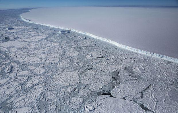 NASA a publicat imagini impresionante cu ghetarul urias desprins din Antarctica