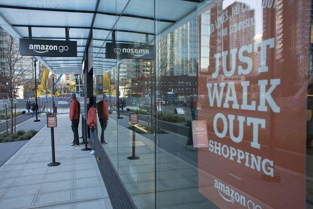 Amazon a deschis primul magazin in care poti cumpara produse si pleci fara sa platesti la casa