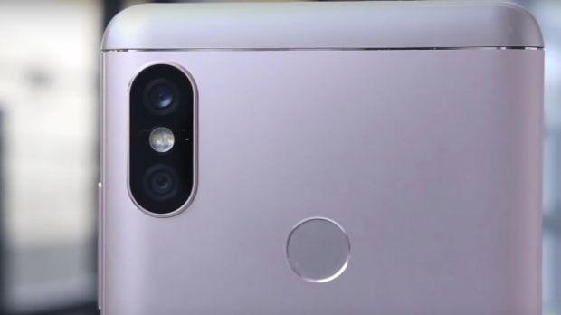 Inca un producator de telefoane copiaza iPhone X! Camera foto pare identica