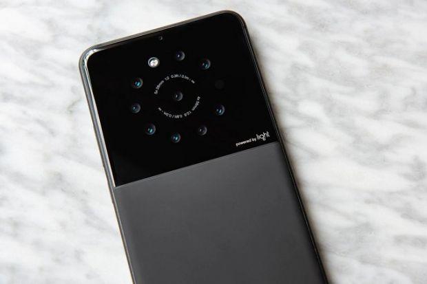 Primul smartphone cu 9 camere foto va fi lansat în curând