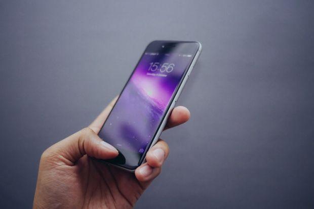 Brevet inedit obținut de Apple! Noile modele de iPhone ar putea avea obiective foto externe