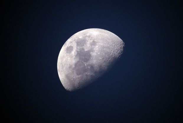 Anunț surprinzător de la NASA: apă înghețată, descoperită pe suprafața Lunii!