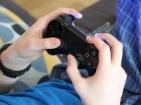 Pericolul mortal la care se expun copiii care petrec ore în șir în fața unui ecran