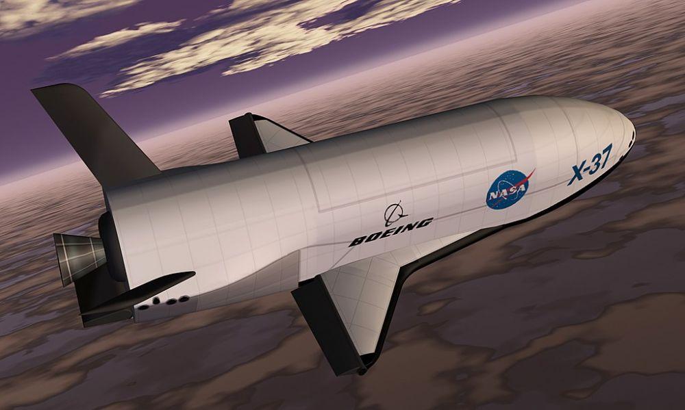 Dosarele X-37B. Misiunea secretă a navetei militare aflate pe orbită a depășit 400 de zile