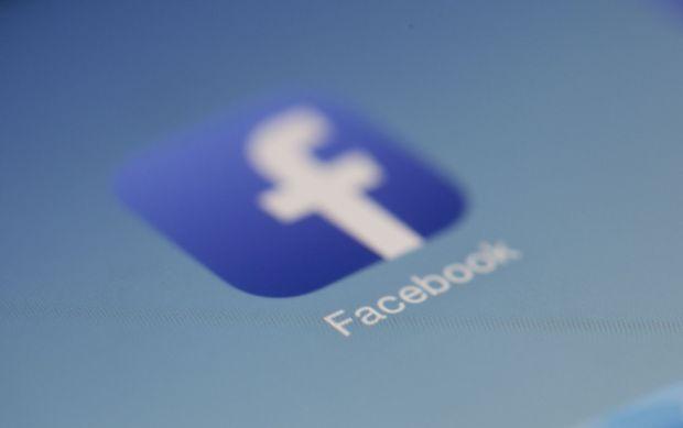 Rețeaua Facebook, implicată într-un caz revoltător. Cum a fost vândută o tânără de 17 ani printr-o postare