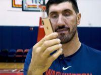 Imagini senzaționale: cum a testat Ghiță Mureșan cel mai mare iPhone din istoria Apple