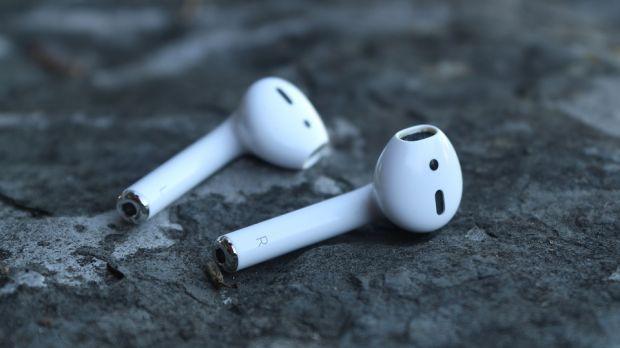 Apple ar putea lansa la începutul anului viitor noile căști AirPods cu încărcare wireless