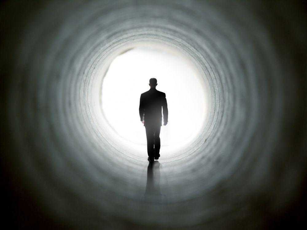 Cum se explică experiențele la limita morții? Teoriile științifice care lămuresc misterul