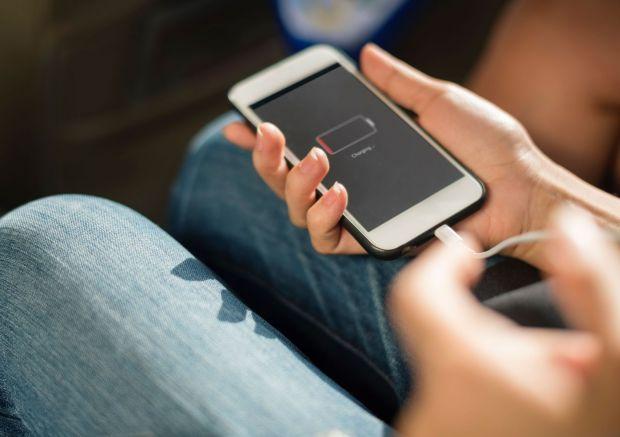 Descoperirea care face bateria telefonului să reziste cu până la 60% mai mult