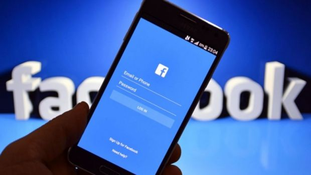 Utilizatorii de Samsung nu își mai pot șterge aplicația Facebook din smartphone