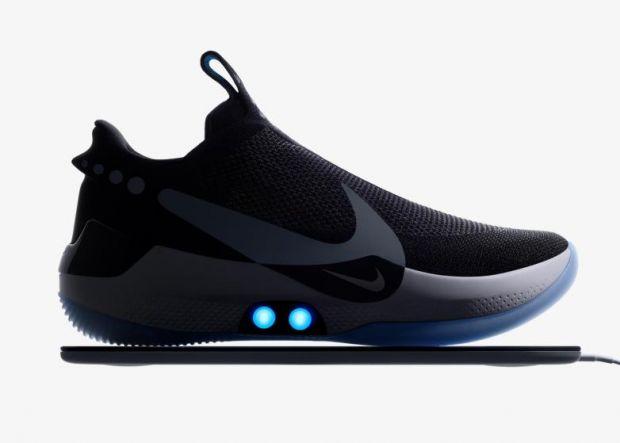 Cât de spectaculoși sunt primii pantofi sport pe care îi controlezi cu smartphone-ul. Ce știu să facă